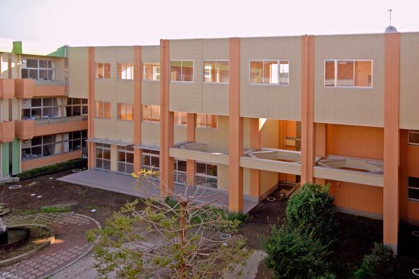 坂東市立岩井中学校(2004)
