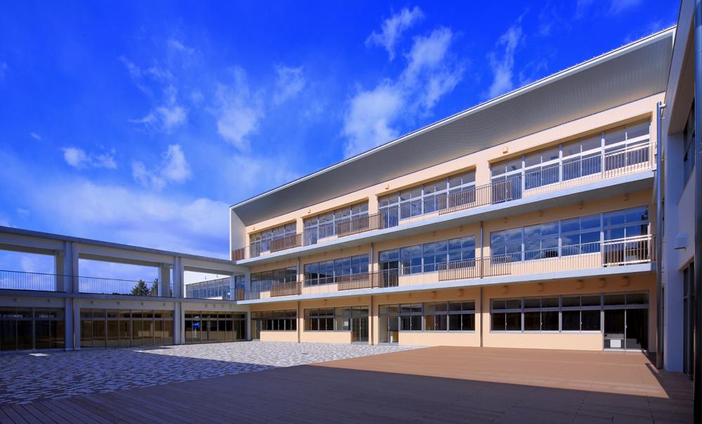 北茨城市立関本小中学校 (2016)